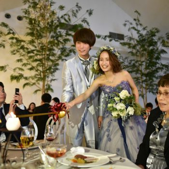 緑あふれるガーデン付の一軒家で、昼と夜の表情を楽しむ結婚式